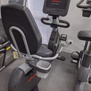 Life Fitness 95R Discover SE Upright Cycle